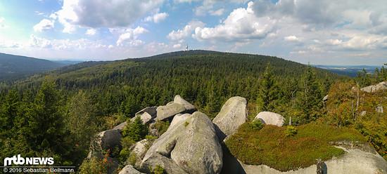 Auf unserer Trail-Runde entdeckten wir beste Singletrails und genossen die Aussicht