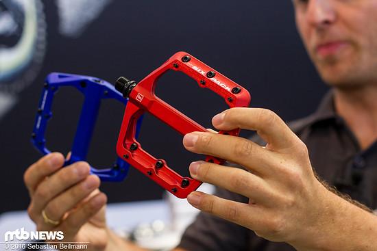 Sixpack Millenium MG Pedale in rot und blau