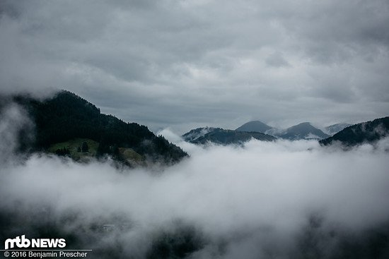 Von oben kann man sehen: die Wolken hängen sehr tief