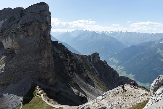 Hoch drobn bei die Tiroler