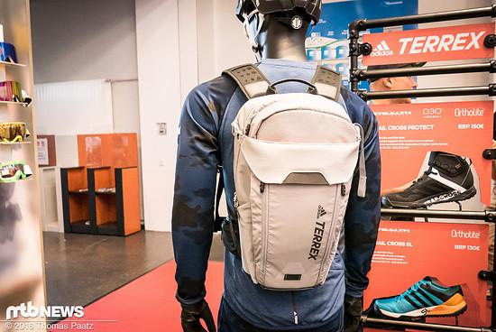 Foto: Adidas Terrex Trail Cross Rucksack von hinten