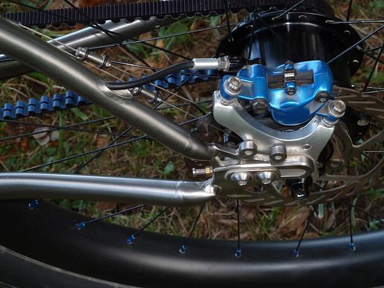 Avid Elixir 7 Carbon Bremsen wurden entlackt und blau eloxiert ...