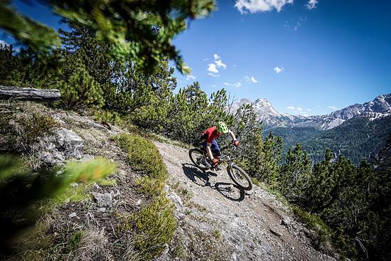 Auf steilen und langen Alpenabfahrten kann die Bremse mit großen Scheiben insgesamt überzeugen