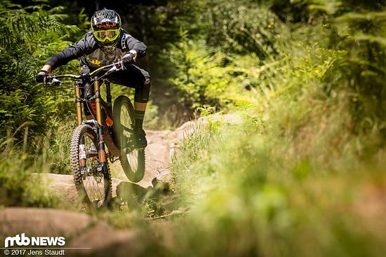 Ganz schön viel Fahrrad: Das Pivot Phoenix DH ist ein waschechtes Racebike für die härtesten Rennstrecken der Welt