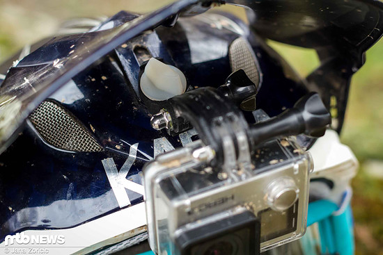 Der Ninja Mount wird mit der Umlenkung der POV-Kamera verbunden