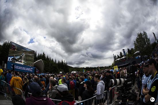 Es brauten sich dicke Wolken zusammen, der große Regen ließ aber zum Glück bis nach dem Finale auf sich warten.