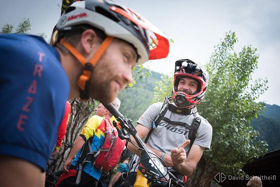 Santa-Cruz-Teamfahrer Max Schumann und Ghost-Rakete Kai Christian vor dem Start