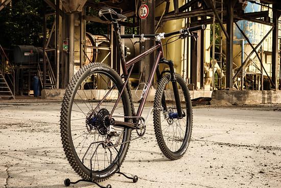 Custom Stahlprojekt Julie Racing Design