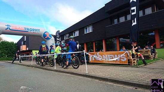 Das Start/Ziel-Gelände lag direkt am Bikestore, an welchem es später gemütlich abzuhängen galt