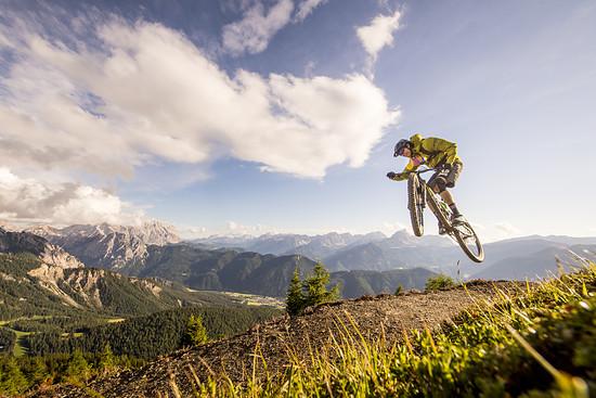 Auch in der Luft fühlt sich das Rad spürbar wohl und lädt zu spaßigen Manövern ein