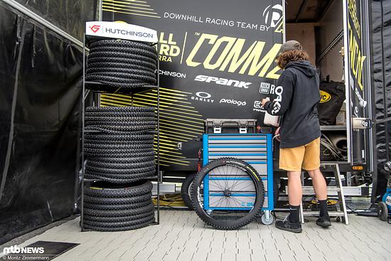 Braucht jemand Reifen? Bei Commençal gibt's mehr als genug!