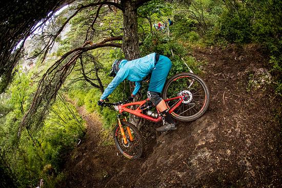 Auch noch so steile Spitzkehren sind mit dem super-wendigen Bike zu meistern