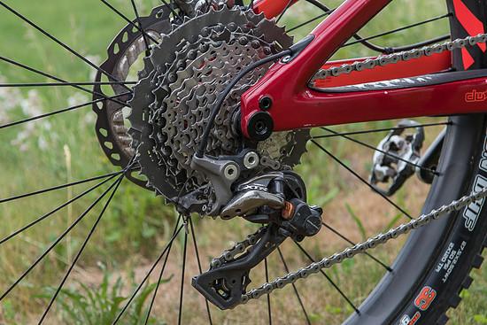 Angetrieben wird das Bike mit Shimano XTR Schaltwerk und XT 11-46