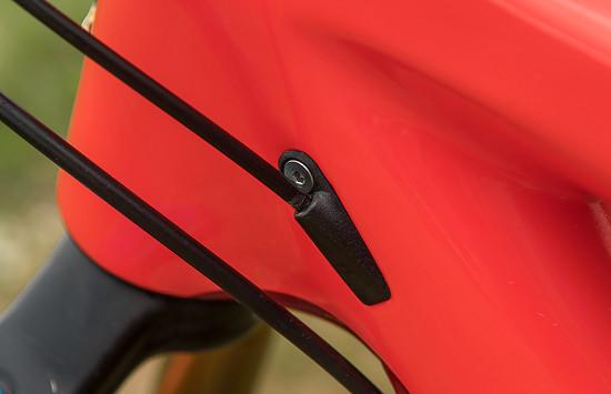 Neue schicke Kabelführungen, bei uns mit durchgehender Kabelhülle. Das vereinfacht die Wartung