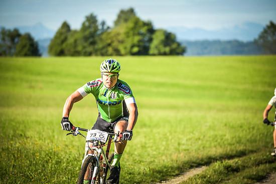 Getarnt in Grün. Andreas startete nicht in der Handicap-Klasse, sondern versucht so normal wie möglich zu sein und ging in der Männerklasse an den Start