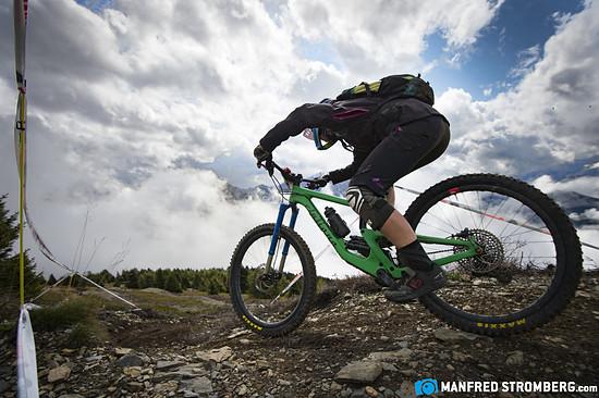09 Juliana-Fahrerin Tanja Naber auf dem Trail