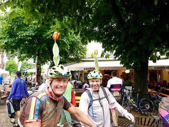 Bike Transalp 2016. Wo diese Herren herkommen, steht außer Frage.