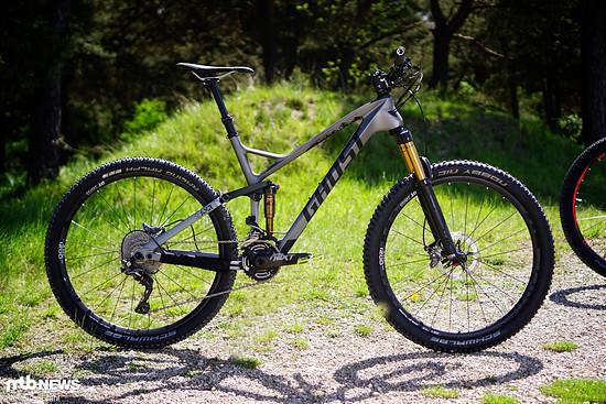 """Das Ghost SL AMR 9 LC ist ein klassischer Allrounder mit 27,5""""-Laufrädern, 2x11-Antrieb und 130 mm Federweg vorne und hinten"""