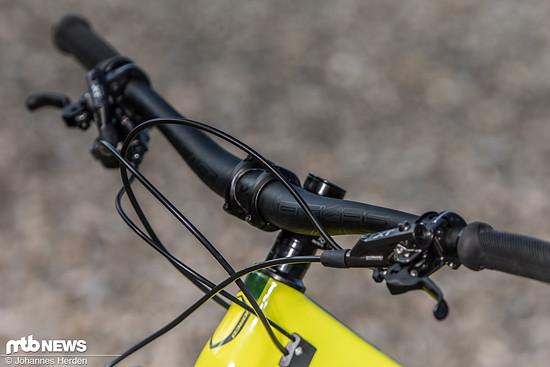Vom 50 mm kurzen Vorbau, über den 800 mm breiten Race Face-Lenker bis zu den Shimano XT-Bremsen verfügt das Norco Sight über ein stimmiges Cockpit
