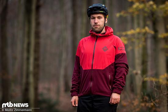 Die ION Shell_Amp ist eine Mountainbike-spezifische Jacke der Firma, deren Ursprünge im Surf- und Wassersport liegen