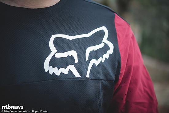Das Fox Attack Pro-Trikot setzt auf einen Mix aus Polartec® Delta™-Gewebe am Torso und Ärmeln aus stabilem Cordura.