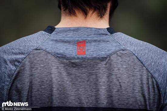 Auch hier soll eine Neck Brace gut sitzen können. Zudem soll das sogenannteMoistureCool-Material am Rücken für ausreichend Belüftung sorgen.