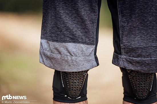 Die Hosenbeine fallen eher lang aus und sind leicht gebogen vorgeformt, wodurch sie sich sehr angenehm mit Knieschonern tragen lassen.