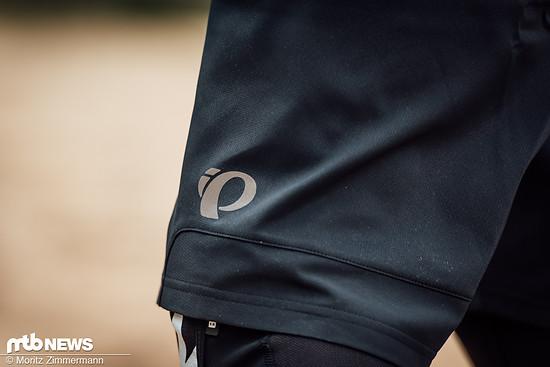 Der Schnitt der Hose ist eher locker. So ist das Tragen von Knieschonern kein Problem.