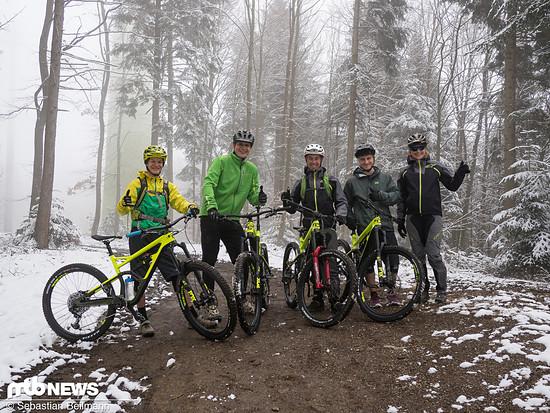 Fröhliche Gesichter auf dem Roßkopf am Start des Borderline Trails