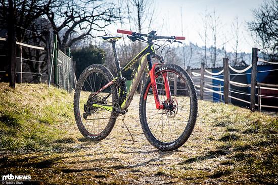 Die Geometrie des Scott Spark RC ist für ein rennorientiertes Cross Country-Bike vergleichsweise lang und flach