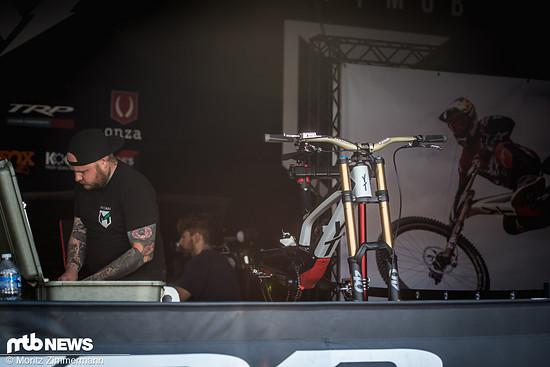 Eines der interessantesten Bikes in den Pits ist sicherlich das brandneue YT Tues von Aaron Gwin und Co.