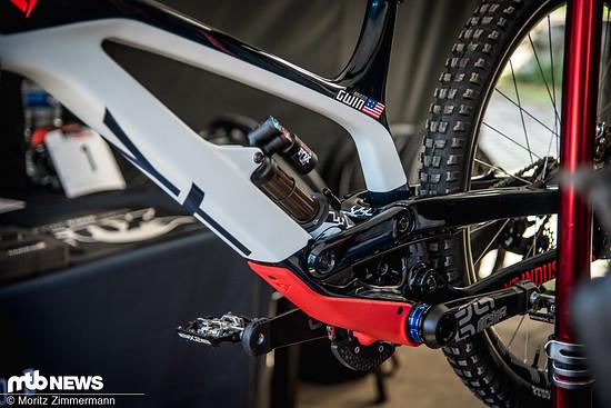 Aaron Gwin hat letztes Jahr allerdings schon bewiesen, dass man immer noch auf 650b-Rädern gewinnen kann.