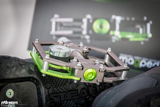Der Magnet ist in der Höhe einstellbar und kann so auf verschiedene Schuhe angepasst werden