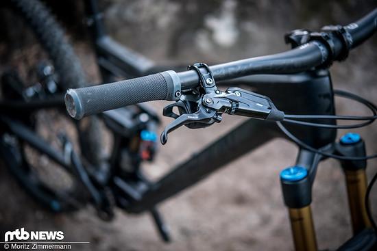 Die kraftvollen SRAM Code RSC-Bremsen sind eine der besten Optionen für den Enduro Race-Einsatz.