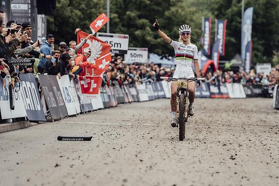 Weltcupsieg Nummer 10! Glückwunsch, Jolanda Neff!