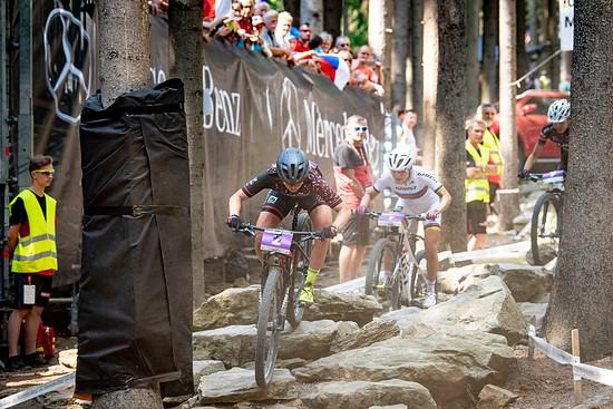Zeitweise konnte die Italienerin Marika Tovo (dritte im Bild) mit den beiden späteren Siegerinnen mithalten