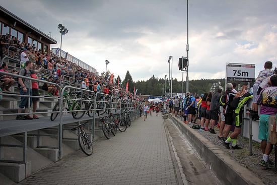 Schon am Samstag bei den U23-Rennen war in Nove Mesto das Stadion bis oben hin gefüllt!