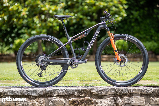 Das Canyon Lux CF SLX 9.0 Race Team