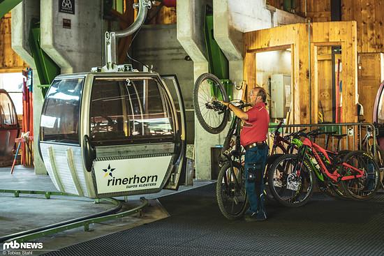 In der Ruhe liegt die Kraft: Das Team ist freundlich aber die Bike-Halterung sorgt für unentspannte Blicke
