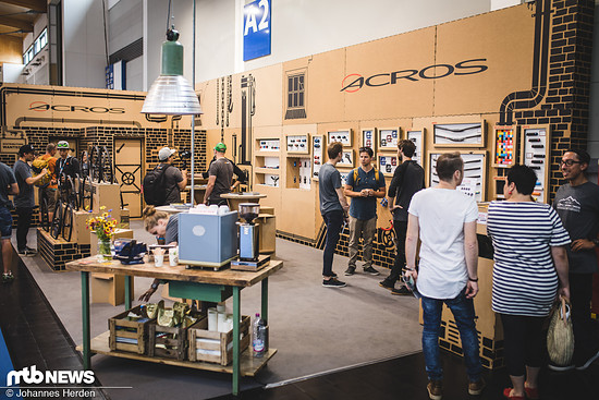 Am Acros-Stand
