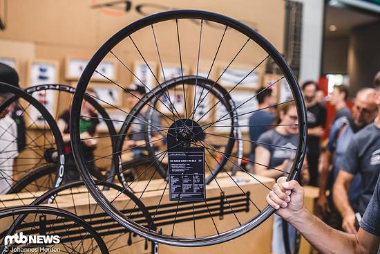 """Beim neuen XC Race Carbon SLS 29"""" verfügt das Vorderrad über eine breitere und höhere Felge"""