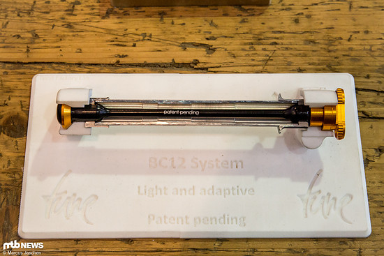 Das BC-12 Achsensystem soll mögliche Fluchtungsfehler im Rahmen ausgleichen.