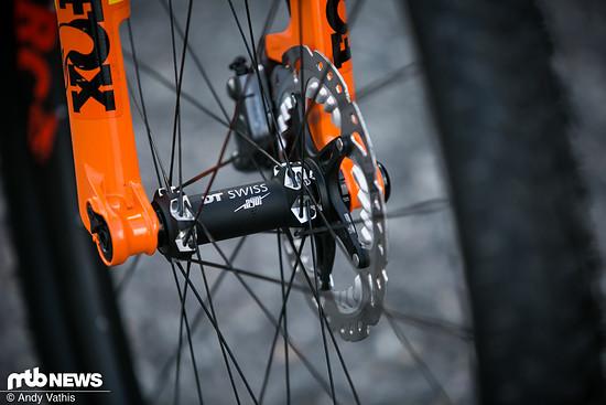 Zudem sind an dem Rennbike Komponenten von DT Swiss und Fox montiert