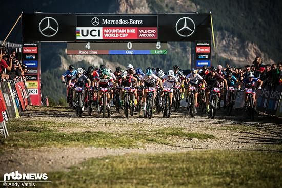 Früh am Morgen ging es los für die Fahrerinnen der U23-Kategorie