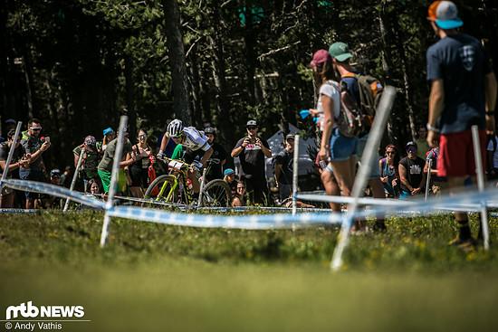 Nino Schurter hat den Weltcupgesamtsieg schon sicher. Um die Positionen hinter ihm, wird es allerdings noch einmal spannend!