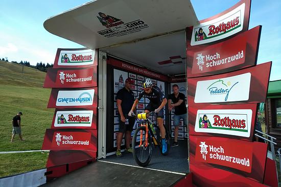 Simon Stiebjahn beim Start zum Prolog der zweiten Auflage des Rothaus Bike Giro