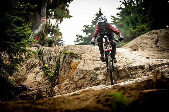 Anita hat ihr DH-Bike erst in Whistler das erste Mal fahren können. Spaßfaktor: sehr hoch!