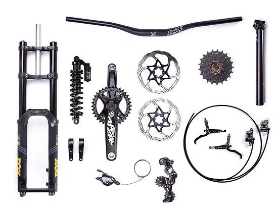 Ausstattung des YT TUES AL: Fox-Fahrwerk, TRP-Bremsen, Race Face- und e*thirteen-Komponenten