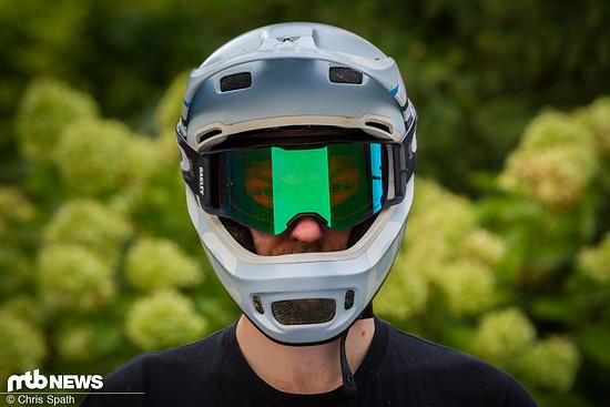 Großer Helm für große Brillen: Am POC Coron hatten wir mit der Oakley Front Line MX kein Problem