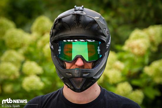 Perfekt für kleinere Helme mit weniger großem Gesichtsfeld: Smith Squad MTB und Specialized Dissident passen gut zusammen.